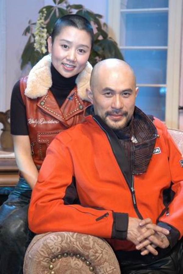 Chuyện tình như cổ tích và hành động khó tin của vợ ông vua phim cấp ba Hong Kong - Ảnh 4.