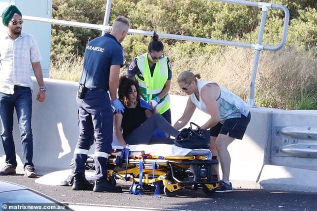 Lái xe trên đường, người phụ nữ suýt chết vì lí do không tưởng - Ảnh 3.