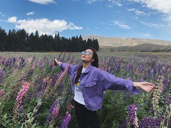 Đăng ảnh du lịch đầu năm mới, Tăng Thanh Hà lại khiến fan điên đảo vì nhan sắc đẹp hơn hoa của mình - Ảnh 2.