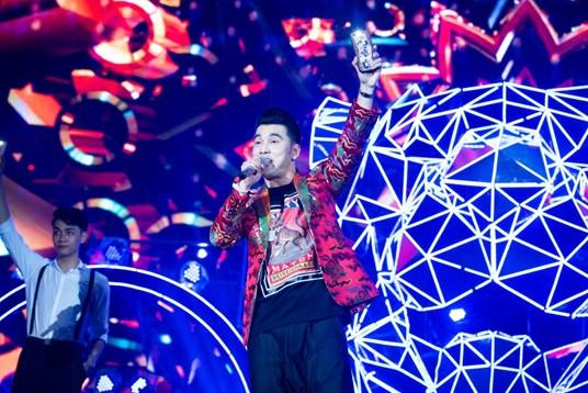 Sơn Tùng lạc trôi cùng hàng ngàn người hâm mộ với màn trình diễn xuất thần tại Tiger Remix - Ảnh 3.