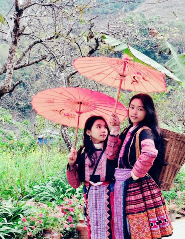 Bà xã Quyền Linh khoe ảnh cả gia đình ghé Mộc Châu, ai cũng chú ý đến 2 cô con gái xinh như hoa hậu - Ảnh 2.