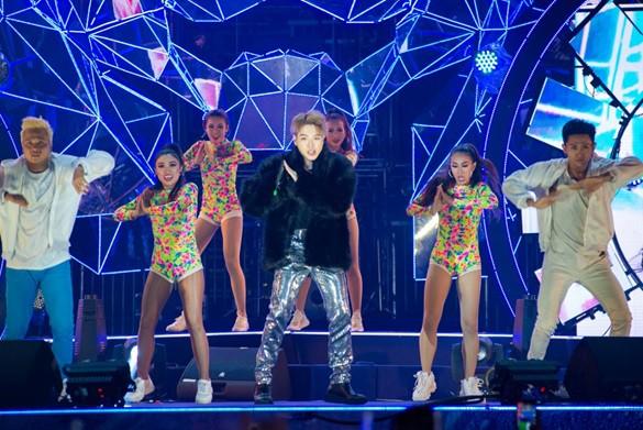 Sơn Tùng lạc trôi cùng hàng ngàn người hâm mộ với màn trình diễn xuất thần tại Tiger Remix - Ảnh 6.