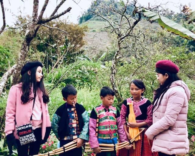 Bà xã Quyền Linh khoe ảnh cả gia đình ghé Mộc Châu, ai cũng chú ý đến 2 cô con gái xinh như hoa hậu - Ảnh 7.