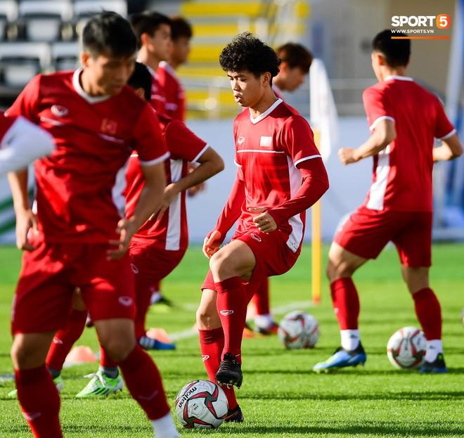 Xuân Trường rớm mồ hôi, tuyển Việt Nam vất vả thích nghi với cái nắng chói chang trước ngày đấu Iran - Ảnh 12.