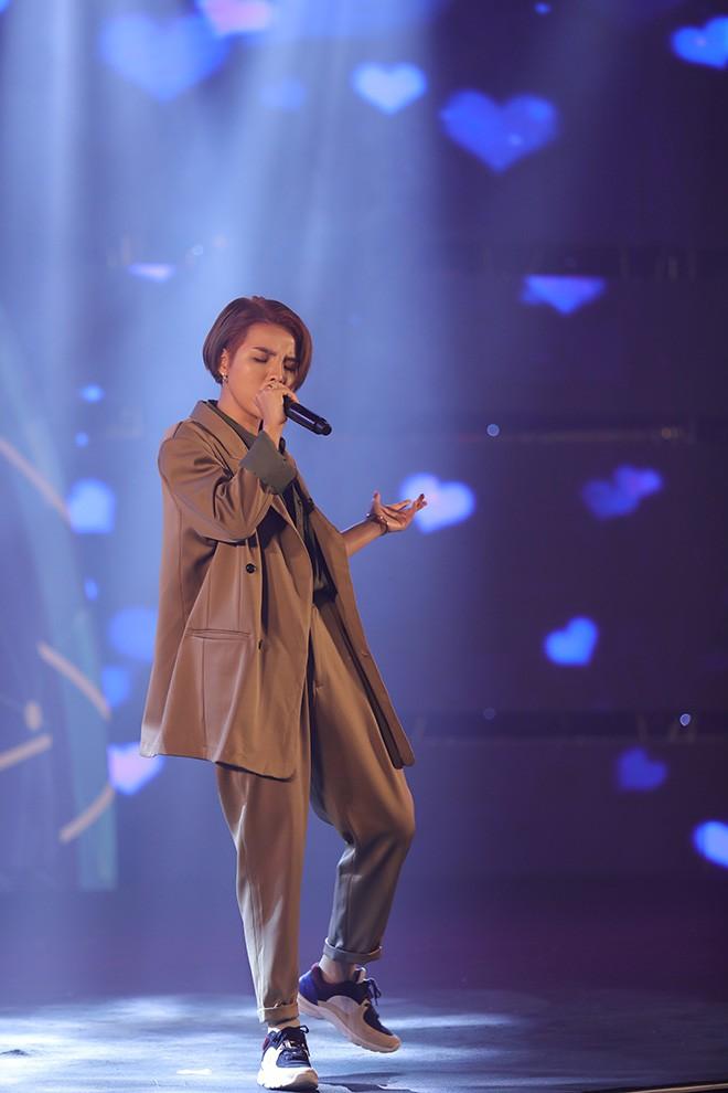 Hari Won mặc gợi cảm, thoải mái tình tứ bên người tình màn ảnh - Ảnh 12.