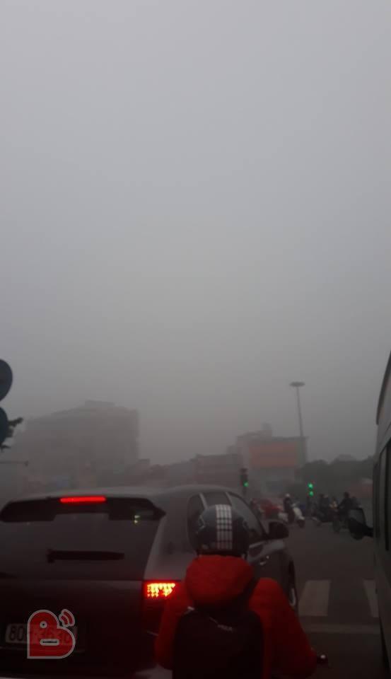 Hà Nội sương mù giăng khắp nơi khiến dân tình hoang mang cứ ngỡ đang ở Sapa, Đà Lạt - ảnh 5