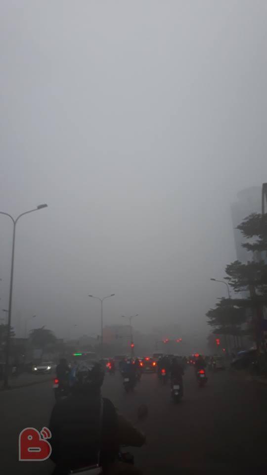 Hà Nội sương mù giăng khắp nơi khiến dân tình hoang mang cứ ngỡ đang ở Sapa, Đà Lạt - ảnh 12