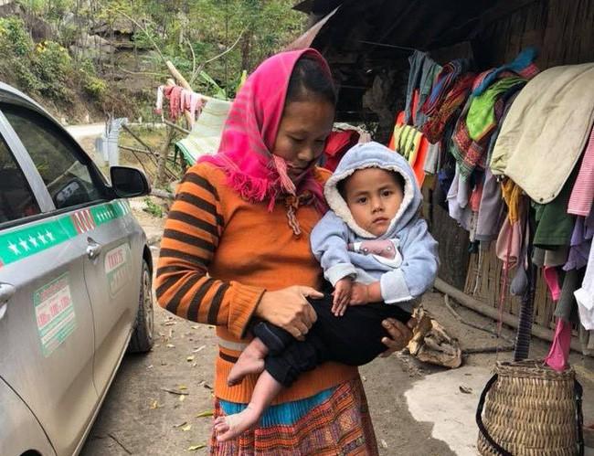 Tròn 1 năm em bé Mường Lát về thành phố: Đứa trẻ hao khuyết quỳ trên đất lạnh đã biết nguyện ước cho tương lai - ảnh 2