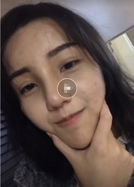 Đang livestream thả thính, hotgirl trường học lỡ tay tắt filter làm đẹp, lộ nhan sắc thật gây sốc - ảnh 2