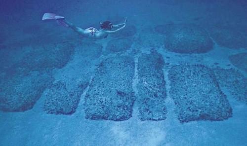 Con đường đá dưới đáy Đại Tây Dương có thể là tàn tích của lục địa Atlatis. Ảnh: Amazon