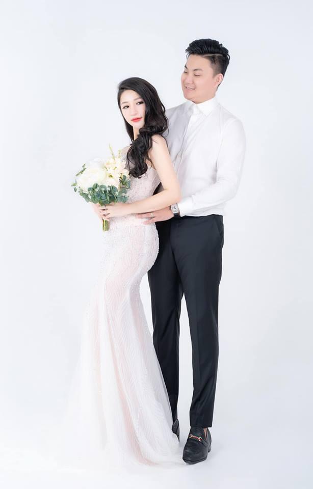 Chồng doanh nhân hạnh phúc gọi Vân Navy là my girl, khoe khoảnh khắc cô mặc váy cưới lộng lẫy như công chúa - Ảnh 1.
