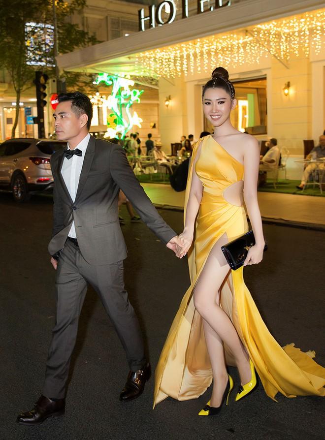 Lên sân khấu chụp ảnh lưu niệm, Thuý Ngân bị lấy cắp túi hiệu khi tham dự lễ trao giải - Ảnh 3.