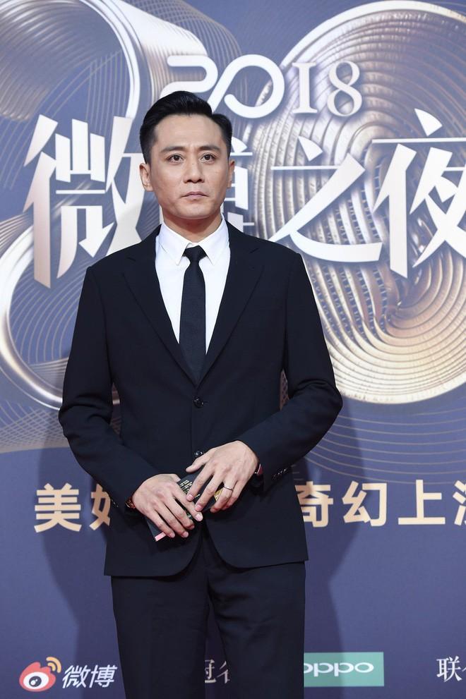 Nhìn lại những lùm xùm trong Đêm Weibo: Dương Mịch chen hàng, Châu Tinh Trì ngao ngán vì MC quá mức vô duyên - Ảnh 9.