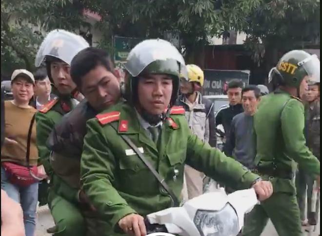 Cảnh sát đuổi bắt gọn kẻ cướp trên phố ở Nghệ An - ảnh 2