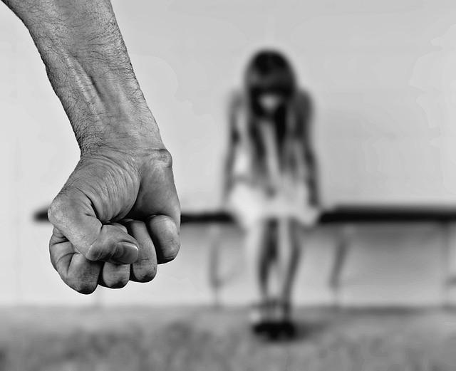 Bố cưỡng bức con gái ruột ngay sau đám cưới vì nhầm là vợ mới cưới - Ảnh 1.