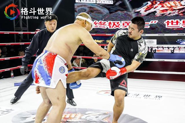 Làng võ Trung Quốc dậy sóng: Gã điên MMA đối đầu với cao thủ võ cổ truyền và cú hạ đo ván như trong phim hành động - Ảnh 4.