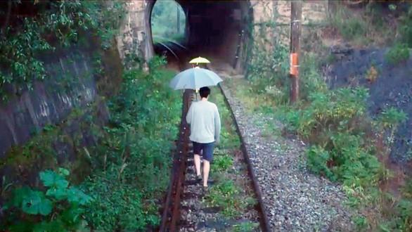 Đường hầm xe lửa Đà Lạt đẹp chẳng khác gì phim Em sẽ đến cùng cơn mưa được dân tình ầm ầm kéo đến check-in - ảnh 3