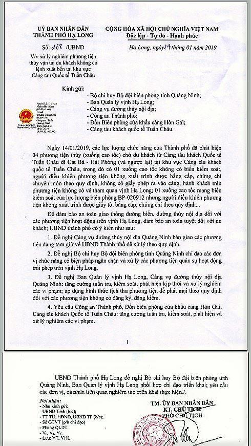 Xuồng mang BKS Biên phòng chở khách chui trên vịnh Hạ Long - Ảnh 1.