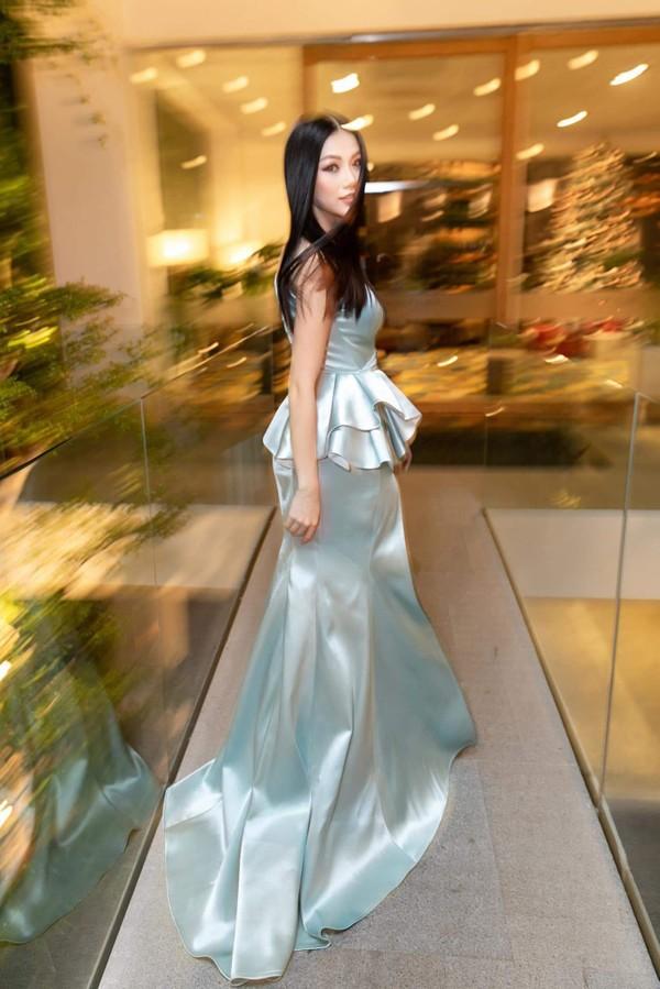 Điều gì xảy ra khi bom gợi cảm Phương Khánh và thần tiên tỉ tỉ Đỗ Mỹ Linh mặc chung váy? - Ảnh 4.