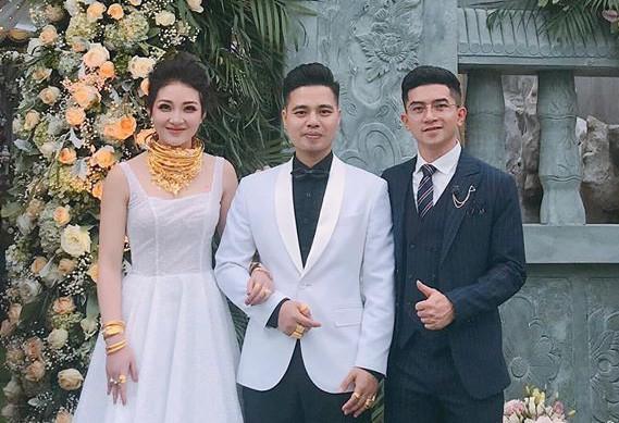 Cô dâu ở Nam Định: Bố mẹ em tặng 200 cây vàng và 2 sổ đỏ, còn quà cưới họ hàng em chưa đếm - Ảnh 1.