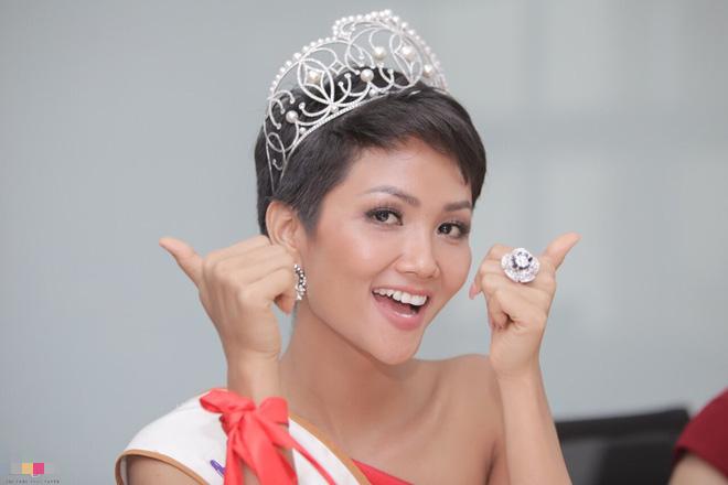 Vì sao HHen Niê xứng đáng với ngôi vị Hoa hậu Quốc dân hơn Phạm Hương? - Ảnh 4.