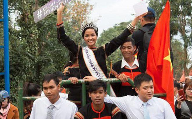 Vì sao HHen Niê xứng đáng với ngôi vị Hoa hậu Quốc dân hơn Phạm Hương? - Ảnh 3.