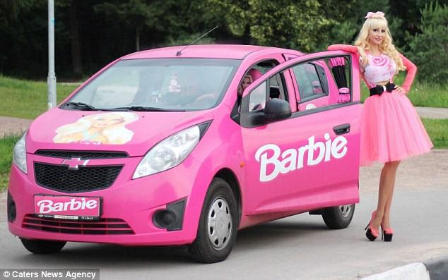 Đối thủ của Ngân Anh tại HH Liên lục địa: Là búp bê Barbie sống, tuổi 25 nhan sắc như U50 - Ảnh 2.