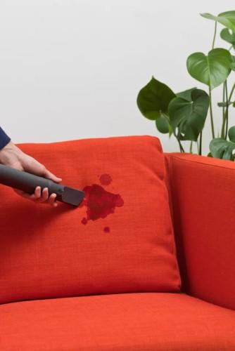 Các cách làm sạch ghế sofa chuẩn bị đón Tết - Ảnh 1.
