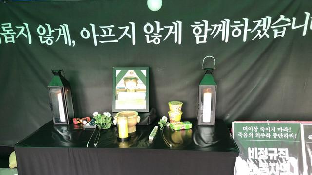 Mì ăn liền - biểu tượng cho sự đói nghèo cùng cực ở Hàn Quốc: Lót dạ cho người sống, thắp hương cho người chết - Ảnh 1.