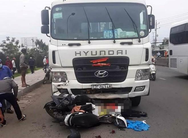 Vụ tai nạn kinh hoàng ở Long An: Chiếc xe container tông thẳng vào, không ai kịp trở tay - Ảnh 7.