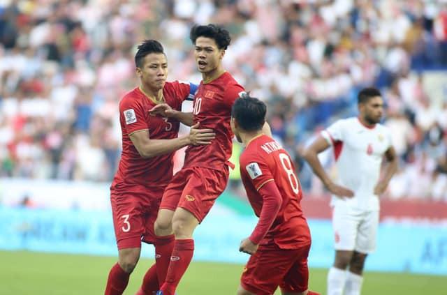 Tinh thần thi đấu tuyệt vời của ĐT Việt Nam khiến dân  mạng phấn khích: Như xem World Cup - Ảnh 3.