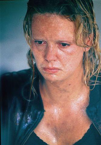 Mẹ ruột bắn chết bố và cuộc đời ly kỳ của bạn gái mới Brad Pitt - mỹ nhân xinh đẹp nhất thế kỷ 21 - Ảnh 7.