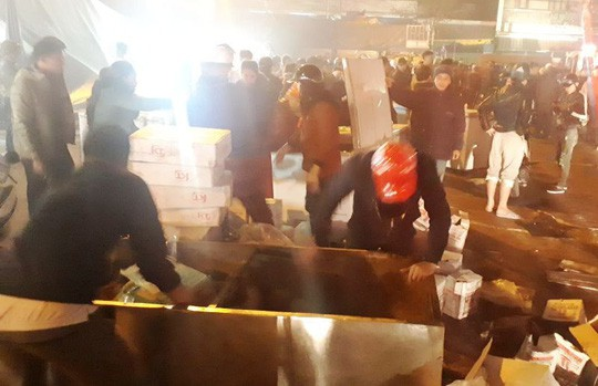 Cháy chợ đầu mối lớn nhất Thanh Hóa trong đêm cận Tết, tiểu thương trắng tay - Ảnh 3.