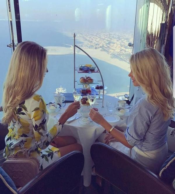 Mua sắm hàng hiệu, nuôi hổ, lái xe sang: Đây chính là cuộc sống xa xỉ hàng ngày của con nhà giàu Dubai - Ảnh 7.