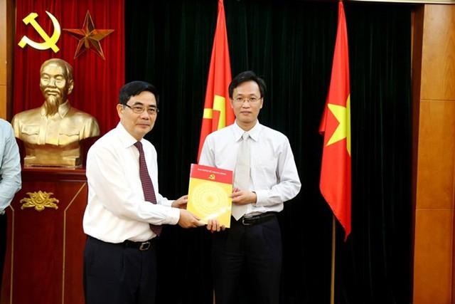 Chân dung 2 Phó Trưởng Ban Kinh tế Trung ương thế hệ 7X - Ảnh 2.