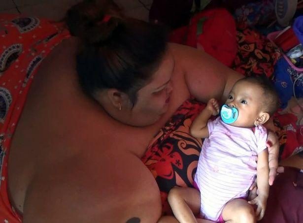 Lời khẩn cầu đau đớn của người phụ nữ béo nhất Indonesia, 6 năm không bước ra khỏi nhà, phải nằm sấp để ngủ - Ảnh 2.