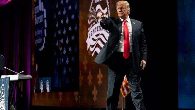 Dân Mỹ phanh phui những lần ông Trump dùng ảnh chỉnh sửa thẩm mỹ quá đà - Ảnh 1.