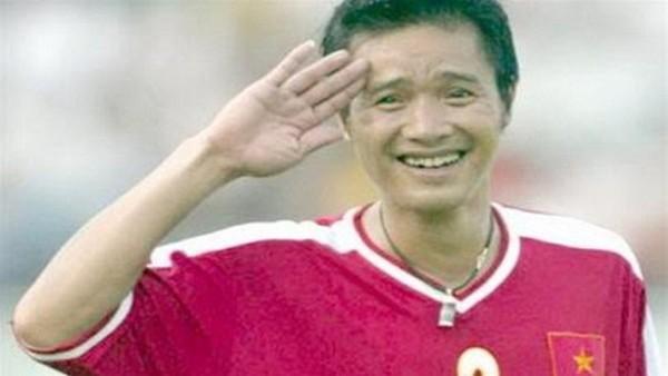 Sau 20 năm, bóng đá Việt lại tiếp tục được chứng kiến màn ăn mừng trùng hợp bất ngờ giữa Tiến Dũng và danh thủ Hồng Sơn - Ảnh 3.