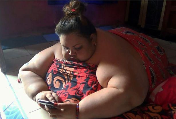 Lời khẩn cầu đau đớn của người phụ nữ béo nhất Indonesia, 6 năm không bước ra khỏi nhà, phải nằm sấp để ngủ - Ảnh 6.