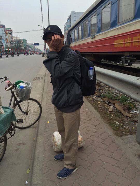 Người đàn ông ôm mặt khóc vì bị móc túi trong ngày giáp Tết, sự thật lại khiến dân mạng phẫn nộ - ảnh 2