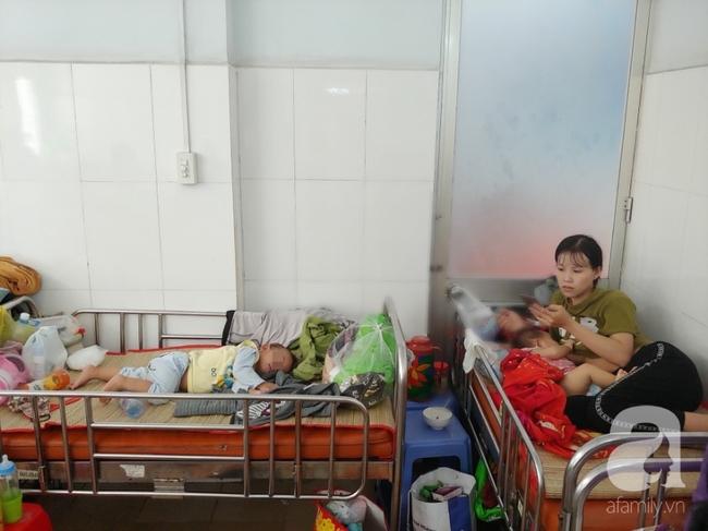 Bác sĩ Nhi Đồng khuyến cáo: Trẻ có thể nhập viện hàng loạt sau Tết nếu phụ huynh cứ cho con ăn uống kiểu này - Ảnh 1.