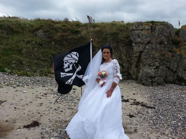 8 đám cưới kỳ lạ nhất thế giới mà bạn không thể tin là có thật - Ảnh 3.