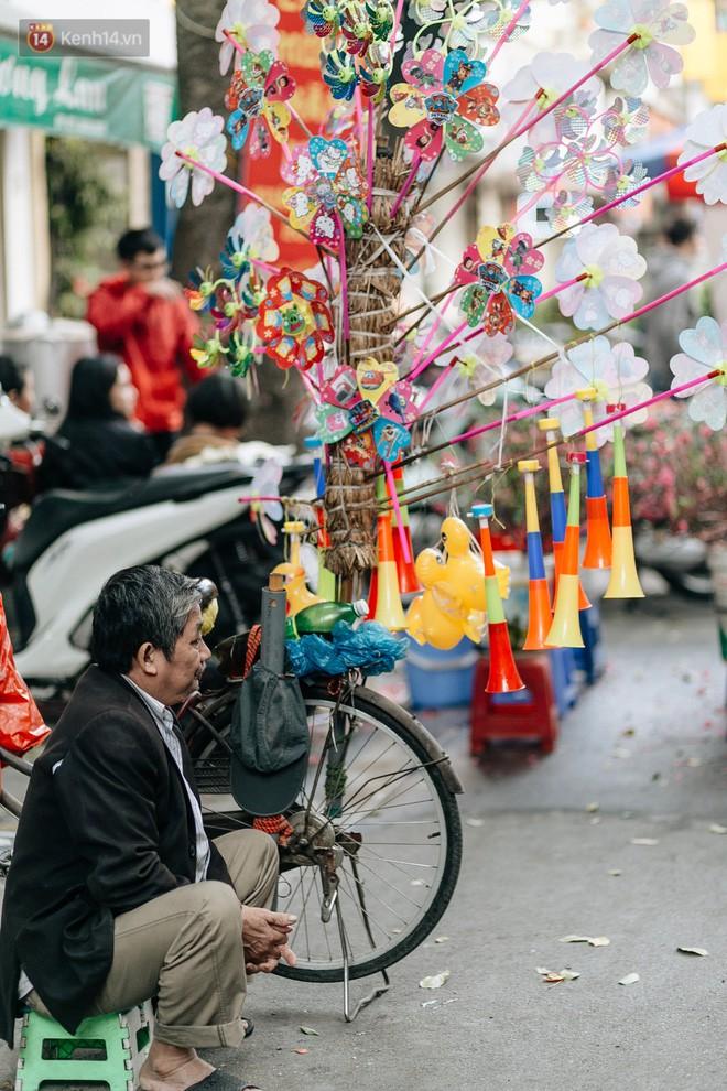 Rộn ràng không khí Tết tại chợ hoa Hàng Lược - phiên chợ truyền thống lâu đời nhất ở Hà Nội - Ảnh 19.