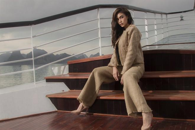 Á hậu Hoàn vũ Việt Nam 2017 diện đồ mỏng, sexy trên du thuyền 5 sao - Ảnh 2.