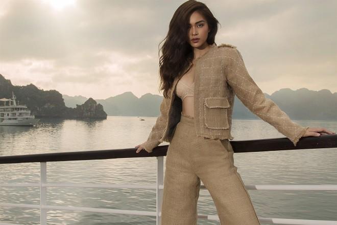 Á hậu Hoàn vũ Việt Nam 2017 diện đồ mỏng, sexy trên du thuyền 5 sao - Ảnh 1.