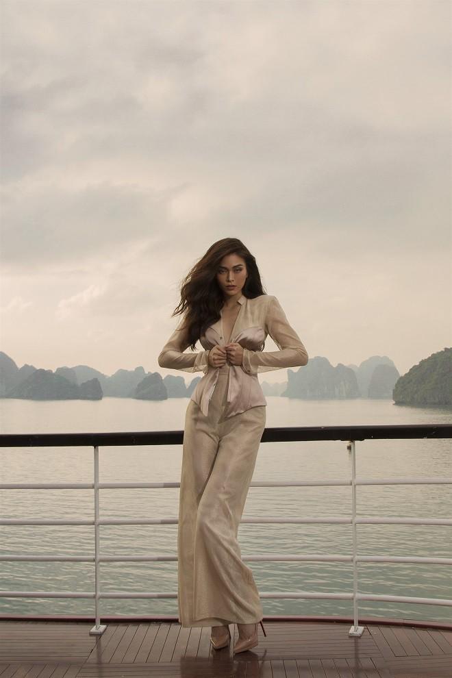 Á hậu Hoàn vũ Việt Nam 2017 diện đồ mỏng, sexy trên du thuyền 5 sao - Ảnh 7.