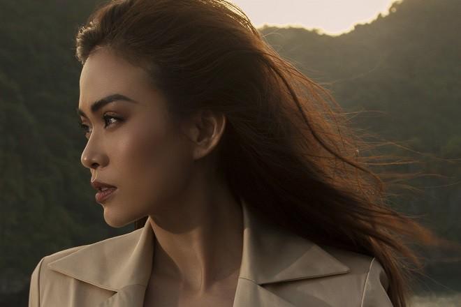 Á hậu Hoàn vũ Việt Nam 2017 diện đồ mỏng, sexy trên du thuyền 5 sao - Ảnh 12.