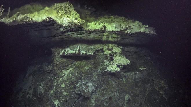 Các nhà khoa học khám phá ra dưới đáy đại dương có một cái hồ úp ngược, tiếp nước cho một thác nước cũng chảy ngược! - Ảnh 2.
