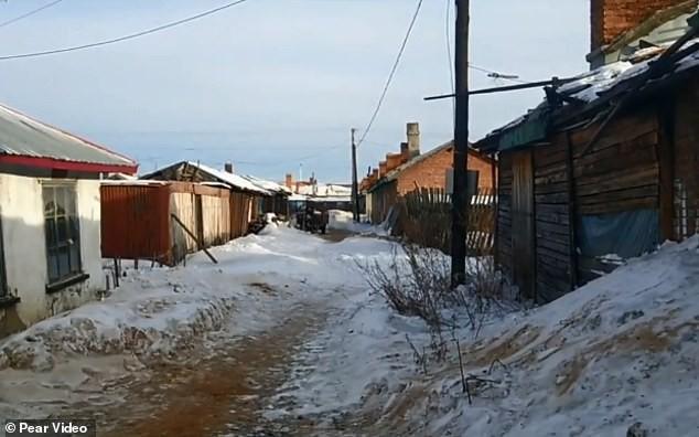Bé trai sơ sinh bị bỏ rơi trong thời tiết lạnh giá -28 độ, nghe lý do cảnh sát lập tức tống giam bà mẹ - Ảnh 3.