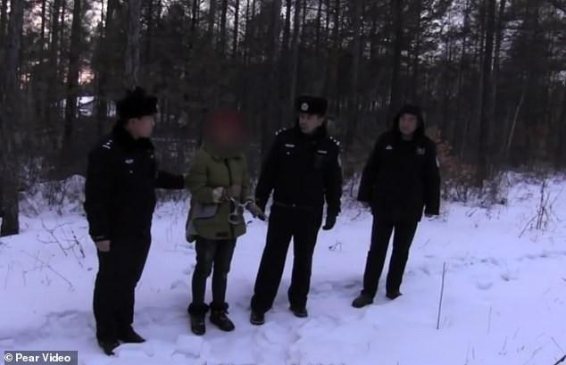 Bé trai sơ sinh bị bỏ rơi trong thời tiết lạnh giá -28 độ, nghe lý do cảnh sát lập tức tống giam bà mẹ - Ảnh 5.